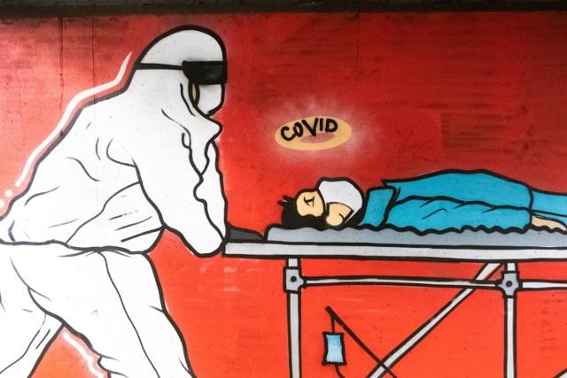 W Poznaniu powstał nowy, przejmujący mural, który komentuje sytuację w służbie zdrowia podczas pandemii koronawirusa. Sugestywny malunek znajduje się pod wiaduktem kolejowym przy ul. Hetmańskiej. Zobacz zdjęcia nowego muralu w Poznaniu ---->