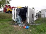 Wypadek w Jełowej pod Opolem. Autokar z dziećmi wpadł do rowu na DK 45 i przewrócił się na bok. Są ranni. Na miejscu lądował śmigłowiec LPR