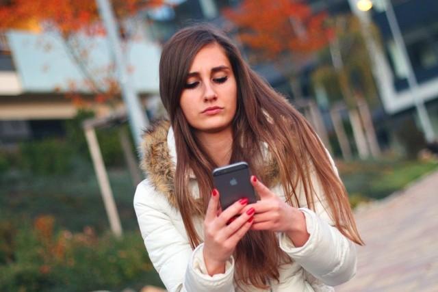 """Oszuści rozsyłają fałszywe smsy o """"nocnej lokacie"""""""