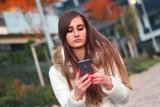 """Uwaga na fałszywe SMS-y o """"nocnej lokacie"""". To nowa metoda podszywania się oszustów pod banki"""