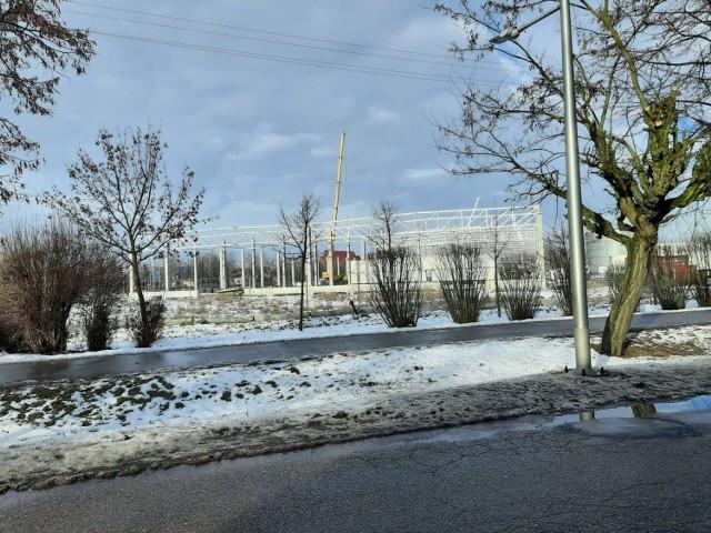 Janipol Meble Sp. z o.o. w Janikowie jest w trakcie budowy hali produkcyjnej o powierzchni około 11 tys. mkw., w której to powstaną stanowiska do obróbki drewna