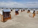 Kołobrzeg - plaża gotowa na niedzielne ocieplenie