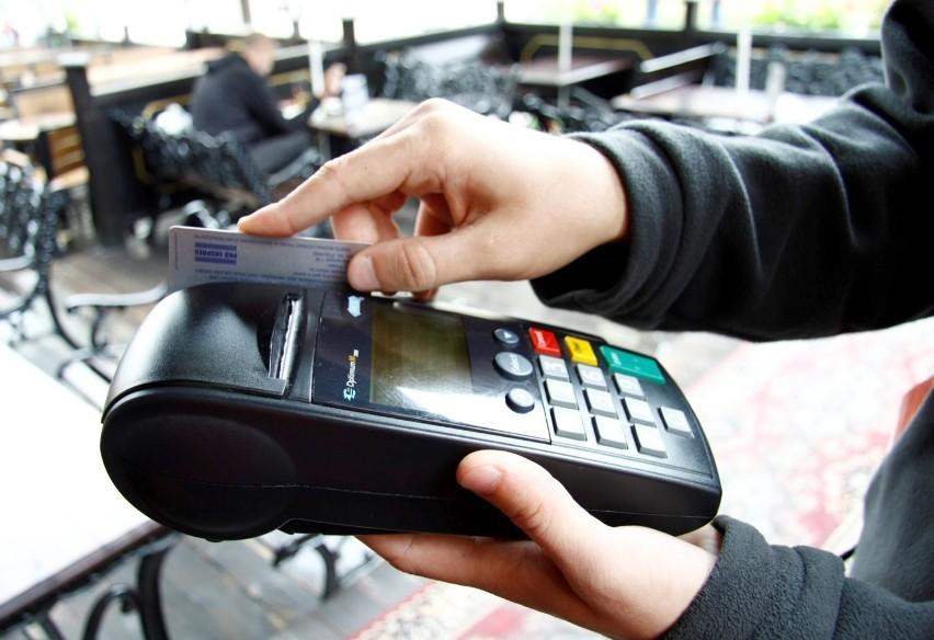 W tych urzędach województwa kujawsko-pomorskiego zapłacisz kartą lub smartfonem