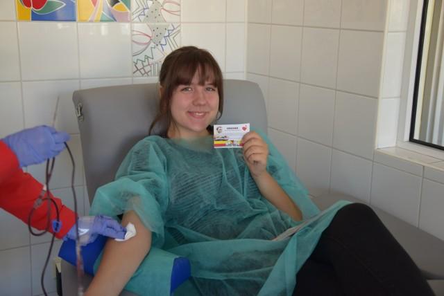 Jedną z oddających krew jest Wiktoria Siemienkowicz, która już otrzymała swój voucher.