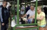 """Czym handlowano na """"Pchlim Targu"""" w Grudziądzu? Zobacz zdjęcia z pierwszego takiego targu w mieście"""
