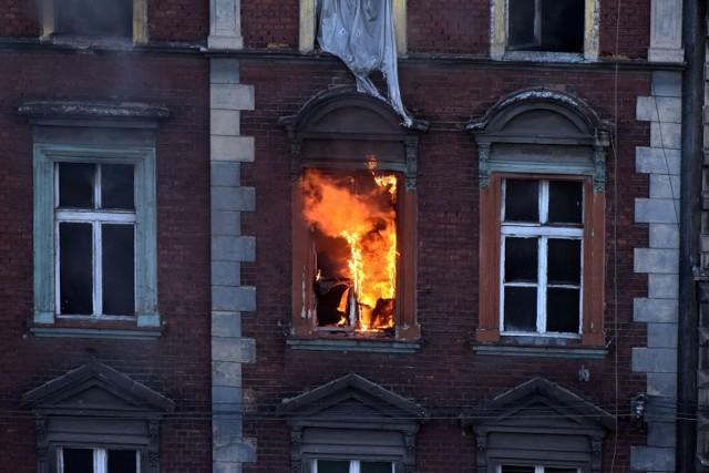 To już trzeci pożar kamienicy przy ul. Witczaka 5 w pół roku; Zobacz kolejne zdjęcia. Przesuwaj zdjęcia w prawo - naciśnij strzałkę lub przycisk NASTĘPNE >>>