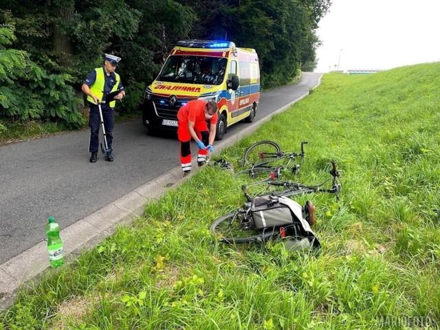 Wypadek na zdradliwym skrzyżowaniu mógł się skończyć tragicznie. 59-letnia kobieta i 34-letni mężczyzna z poważnymi obrażeniami ciała trafili do szpitala. Oboje jechali na rowerach.