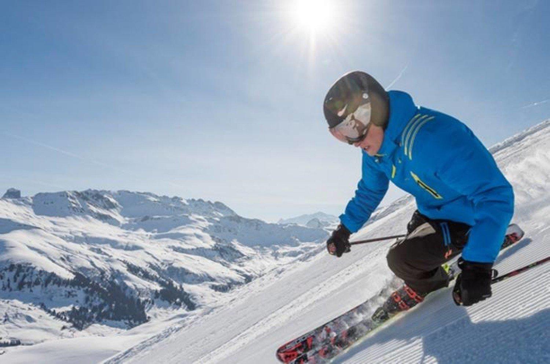 W Decathlonie w Zielonej Górze kupimy sprzęt narciarski. Sprzedawcy chętnie  doradzą 43bdb30752f