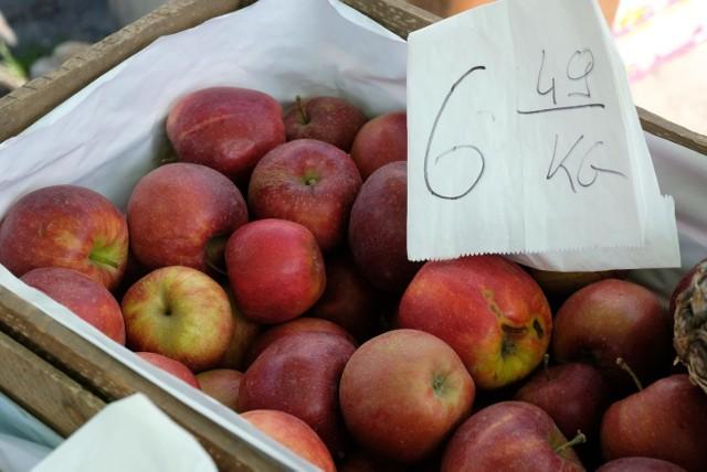 Drogie warzywa i owoce na targowiskach. Zobaczcie ceny na targowisku.   Zobacz kolejne zdjęcia. Przesuwaj zdjęcia w prawo - naciśnij strzałkę lub przycisk NASTĘPNE