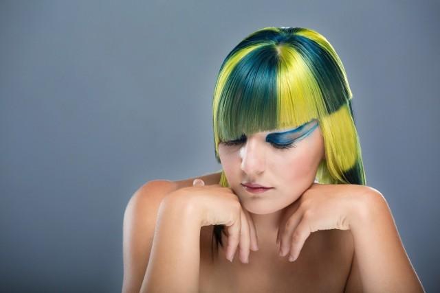 Te makijaże, paznokcie i fryzury zamiast podkreślić naturalne piękno... zaszkodziły. Wydaje Wam się, że już wszystko w sieci widzieliście? Sprawdźcie tę galerię - szybko zmienicie zdanie!