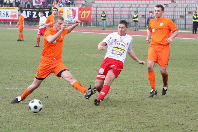 Patryk Kaszczyszyn (w środku) strzelił w Kołobrzegu jedną z bramek dla Chojniczanki