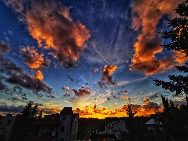 """Niebo nad Nową Solą, 12 października 2021 r. Widoki były przecudne. Kliknij w przycisk """"zobacz galerię"""" i przesuwaj zdjęcia w prawo - naciśnij strzałkę lub przycisk NASTĘPNE"""
