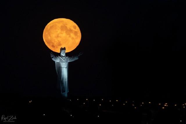 Pomnik Chrystusa Króla w Świebodzinie na niezwykłych kadrach naszego Czytelnika