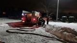Gmina Cedry Wielke. Pożar garażu w Koszwałach [16.01.21 r.] Zagrożony był również budynek mieszkalny |ZDJĘCIA