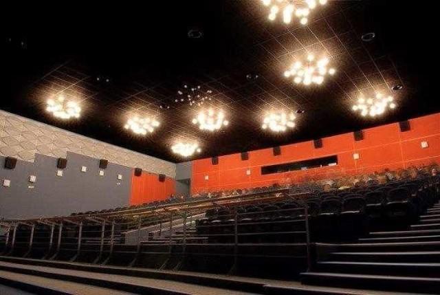 """Tak ma wyglądać sala kinowa w """"Rondzie"""". Kontynuowana jest modernizacja kina """"Rondo"""". Całkowity koszt remontu to 6 mln złotych. W tym roku na ten cel zabezpieczono ponad 3 mln złotych"""