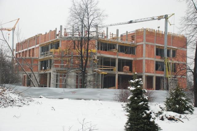 Mury biblioteki szybko rosną , w 2011 zaplanowano jej oddanie