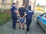 """Podawał się za policjanta i miał przy sobie """"broń"""". Grozi mu aż 12 lat więzienia"""