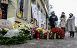 Strajk kobiet. Kacper Płażyński zaprosił na spotkanie protestujących przed jego biurem. Aktywistki odpowiadają posłowi PiS w Internecie