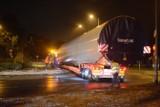 Ulicami Grudziądza przejechały duże transporty z elementami turbin wiatrowych
