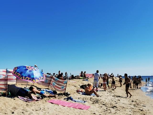 Plaża w Helu - fragment wybrzeża widziany z trzech perspektyw. Jest tłok czy go nie ma?