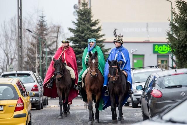 Tradycyjnie 6 stycznia na ulicach Rawy pojawili się Trzej Królowie na koniach i podążający za nimi liczny orszak. Korowód ruszył z osiedla Zamkowa Wola po mszy, po czym przeszedł ulicami Rawy do rawskiego Betlejem, które mieściło się koło Parafii NP NMP. Szacuje się, że w tegorocznym Orszaku Trzech Króli wzięło udział ok. 2 tys. osób.