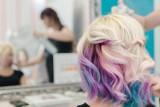 Modne fryzury na jesień i zimę 2021/2022. Ufarbuj tak włosy, te kolory to PETARDA