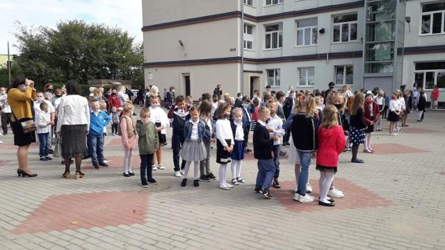 Brodnica. Rozpoczęcie roku szkolnego w Brodnicy. Spotkanie uczniów klas II w Szkole Podstawowej nr 4