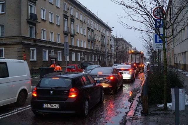 Ulica Chociszewskiego w kierunku Reymonta - to tylko część codziennego korka w godzinach szczytu. Przejdź do kolejnego zdjęcia --->