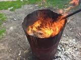 Mieszkaniec Radomia palił w metalowej beczce szmaty i zabronione substancje. Zatrzymała go Straż Miejska