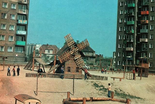 Plac zabaw przy blokach na ul. Sportowej - jeden z największych w mieście. Miał dwa poziomy!