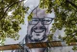 Kontrowersje w związku z muralem Adamowicza. Bloger zarzuca, że autor muralu wcale nie pracował pro bono. Artysta mówi o kosztach