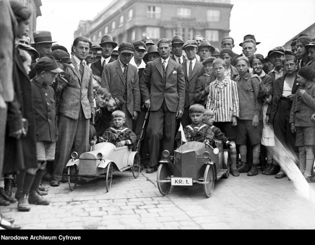 Zabawki, którymi bawiły się dzieci niemal 100 lat temu. Jak spędzali czas w dzieciństwie nasi pradziadkowie?