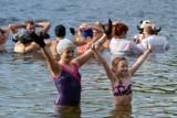 Morsowanie w Pieckach pod Bydgoszczą. Sezon zimnych kąpieli rozpoczęty! [zdjęcia]