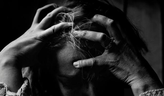 Objawy niektórych chorób bywają mylące. Wiele przypadłości może przypominać np. grypę lub przeziębienie. Bądź ostrożny i obserwuj swój organizm! Jeśli coś wzbudzi twoje podejrzenia, koniecznie skontaktuj się z lekarzem. Zbyt długo przeciągająca się grypa, częste migreny, stany depresyjne - te symptomy mogą wskazywać na postępujący poważny stan chorobowy. Musisz być tego świadomy!