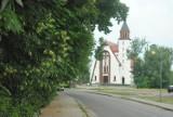 DROBNIN. Jedna z najbardziej zielonych wsi w leszczyńskim. Zachwyca ciekawy kościół i dwór Ponikiewskich [ZDJĘCIA]