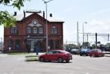 PKP Kluczbork. Na dworcu miał być hostel, kawiarnia i biura, a powstał tylko płatny parking