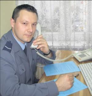 Sierż. Wiktor Kołakowski przypadki przemocy opisuje w Niebieskiej Karcie