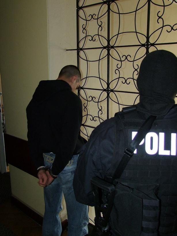 Poznań - kryminalni aresztowali pierwszych pseudokibiców podejrzanych o demolowanie stadionu w Bydgoszczy.