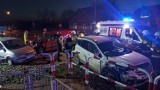 Wypadek w Piotrowie pod Kaliszem. Zderzenie trzech aut. Dwie osoby poszkodowane. ZDJĘCIA