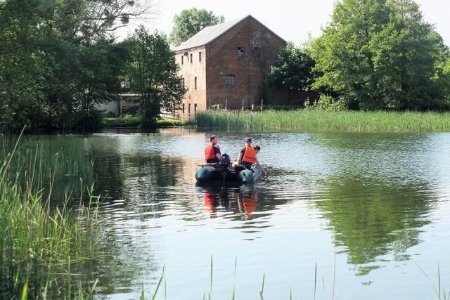 Od 9 do 11 czerwca trwają prace mające na celu oczyszczenie jeziora Niskie Brodno