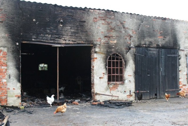 Pożar w Rogitach. Spłonął budynek gospodarczy