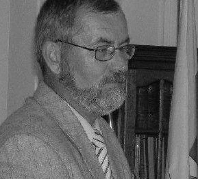 Jerzy Warnieło był dyrektorem I LO w Grudziądzu przez kilkanaście lat. Na emeryturę odszedł w 2007 roku.