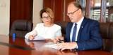 Umowy na dofinansowanie termomodernizacji urzędu miasta i PP 2 w Radomsku podpisane