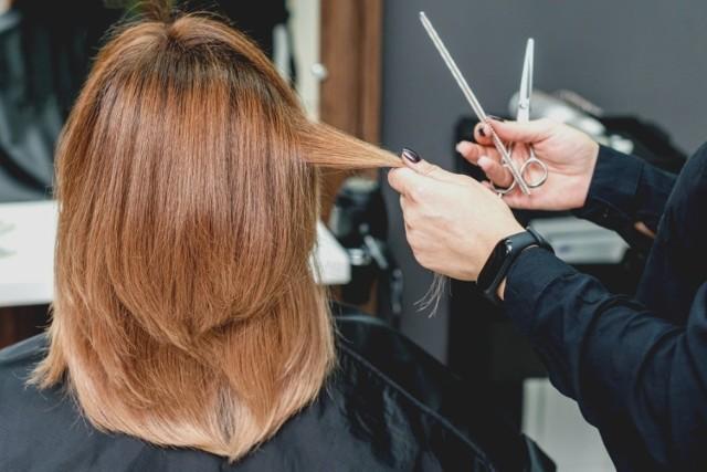 Te fryzury są niemodne! Zobacz, co nie będzie dobrze wyglądało na twojej głowie.