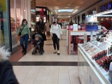 Wrocławianie ruszyli do galerii handlowych. Wszystkie sklepy działają? [ZDJĘCIA]