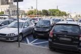"""Mistrzowie Parkowania cz. 44. Niepełnosprawny smart i nowe parkowanie """"na skos"""" [ZDJĘCIA]"""