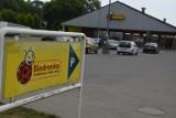 Część sklepów sieci Biedronka czynne w niedzielę dzięki umowie z Pocztą Polską. Która w Bełchatowie?