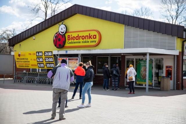 Sieć Biedronka rozszerza liczbę sklepów, które są otwarte przez całą dobę. Od 19 października jest już ich ponad 400 w całej Polsce. W Poznaniu takich sklepów jest od teraz sześć.    Zobacz ich adresy ----->