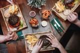To są najlepiej oceniane restauracje w Zabrzu. Sprawdź, gdzie wybrać się na obiad, kolację lub randkę? [LISTA]