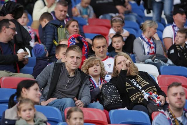 Byłeś na tym spotkaniu? Może byli Twoi znajomi? Zobacz zdjęcia kibiców na meczu Górnik Zabrze – ŁKS Łódź.